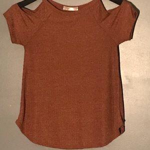 Gaze short sleeve shirt with cutouts.